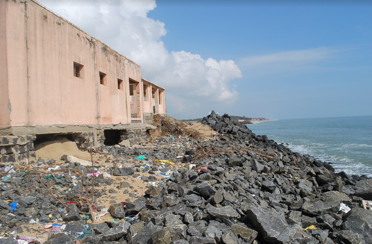 Eroded coast along Sulerikattukuppam. (Image courtesy: Coastal Resource Centre)