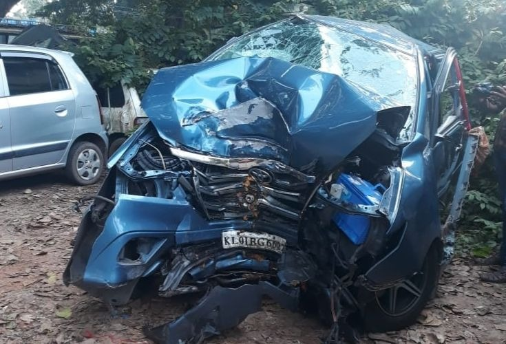 Violinist Balabhaskar, wife Laxmi injured, daughter died in major auto accident