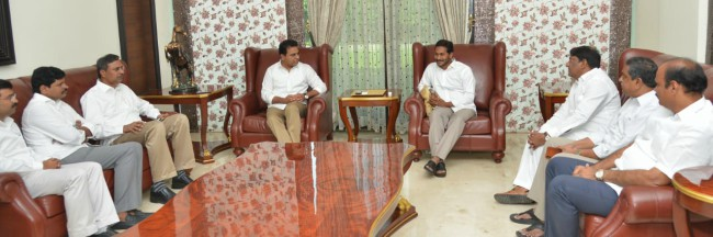 YSCRP joins TRS' federal front: Can KCR and Jagan play kingmaker in Delhi?