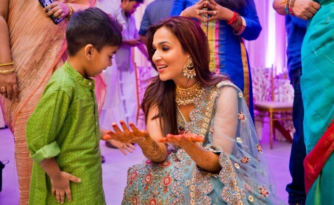 Rajinikanth dances at daughter Soundarya's sangeet""