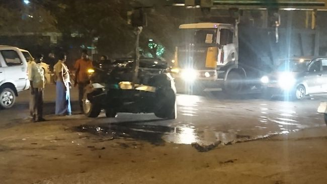 Gautham Menon's auto rams into lorry; filmmaker suffers minor injuries