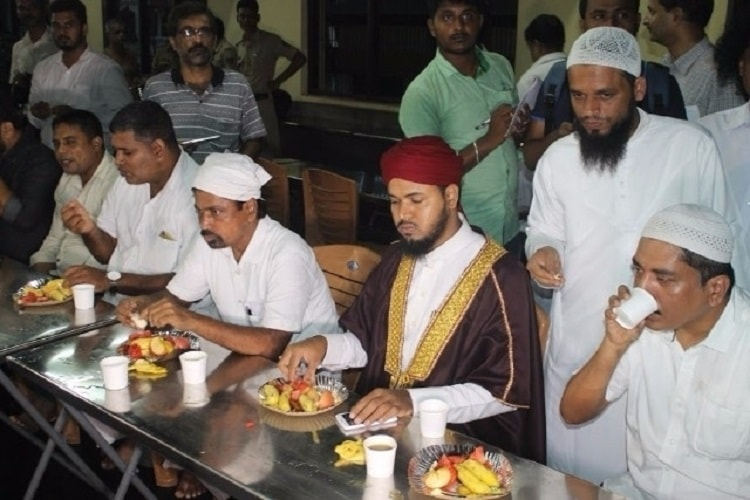 Senior seer defends feast for Muslims in temple complex