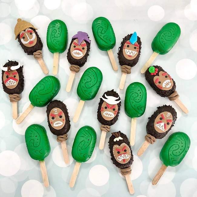 Christmas Themed Cakesicles.Cake Meets Popsicle Cakesicles The New Favourite Among