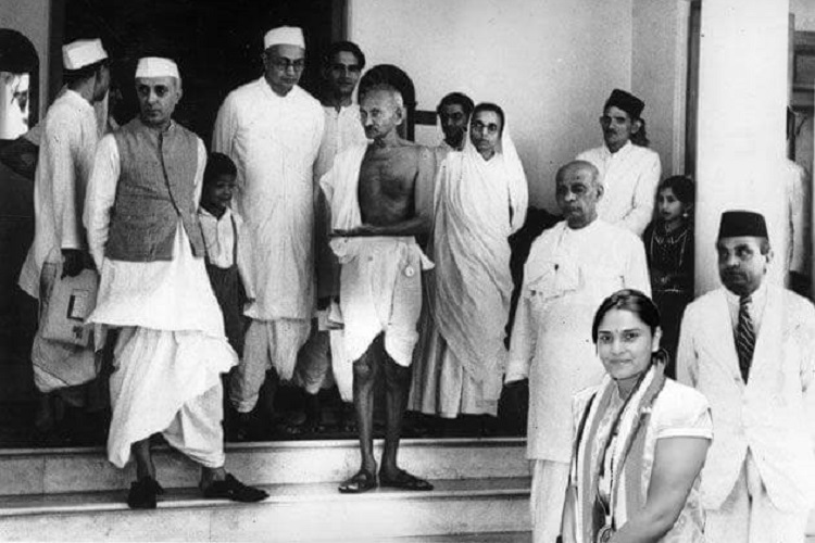 role of mahatma gandhi in freedom struggle Mahatma gandhi's role in the achievement of this freedom was unparalleled and supreme having returned to india in the meantime he sent his daughter abroad for medical education on its completion he was awarded the honorary degree of ll1947 a.