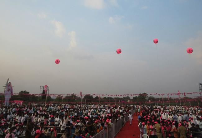 Telangana polls: Good turnout at Yellareddy meeting but KCR