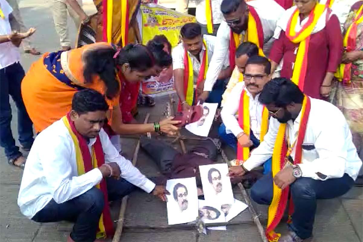 Belagavi border row: Pro-Kannada groups burn effigy of Maha CM Uddhav Thackeray