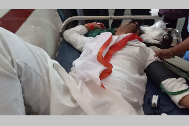 Telangana polls: Congress leader Vamshi Reddy attacked, vehicle pelted with stones