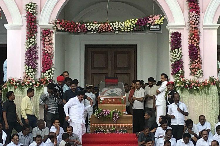 Chants of 'Marina Vendum!' greet EPS at Rajaji Hall as he pays respects to Kalaignar