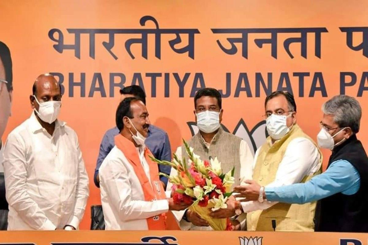 Former TRS minister Eatala Rajendar joins BJP
