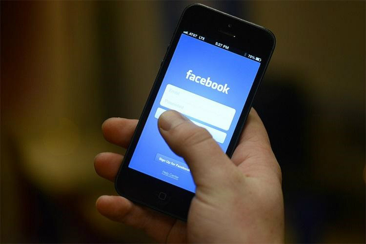 Facebook 'unintentionally uploaded' emails of 1.5 million users