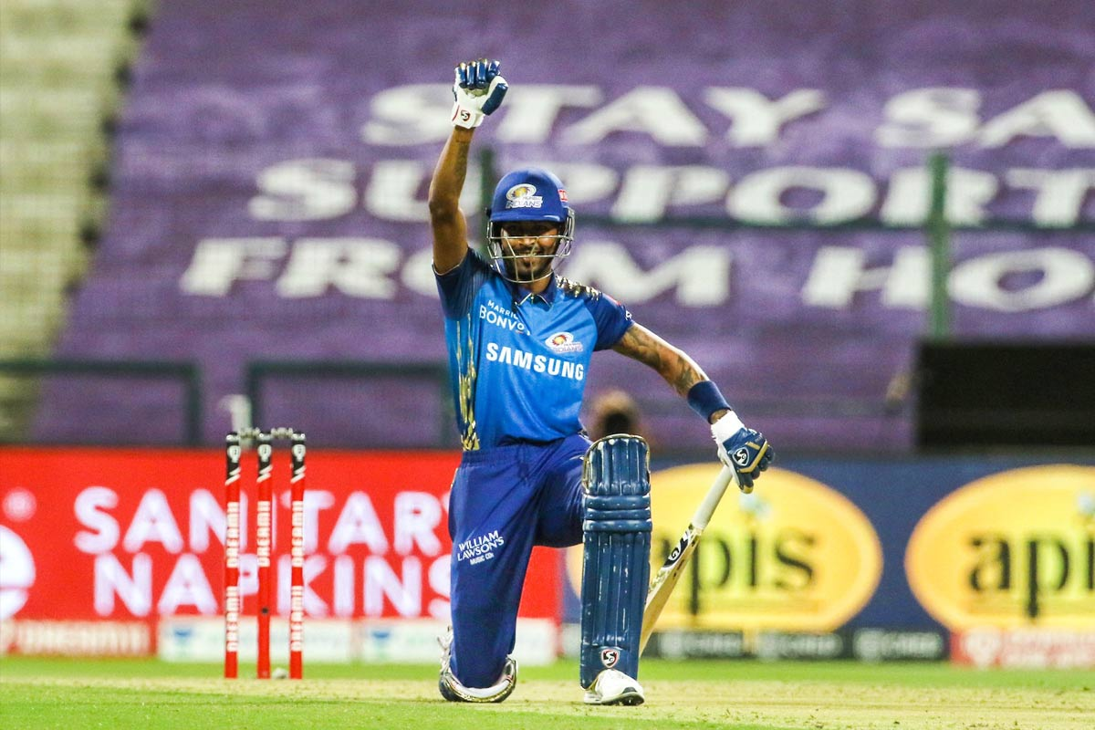 Hardik Pandya kneels in support of BlackLivesMatter after IPL half-century