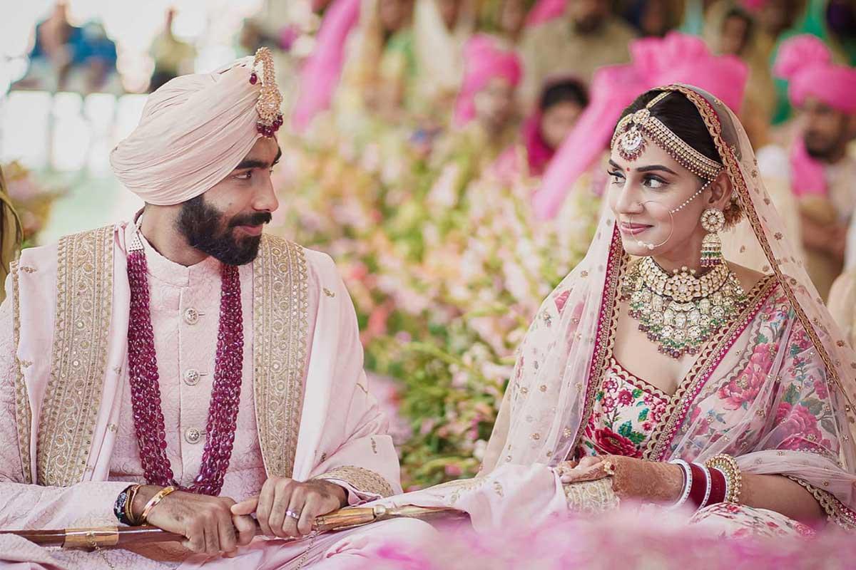 Jasprit Bumrah gets married to sports presenter Sanjana Ganesan - The News Minute