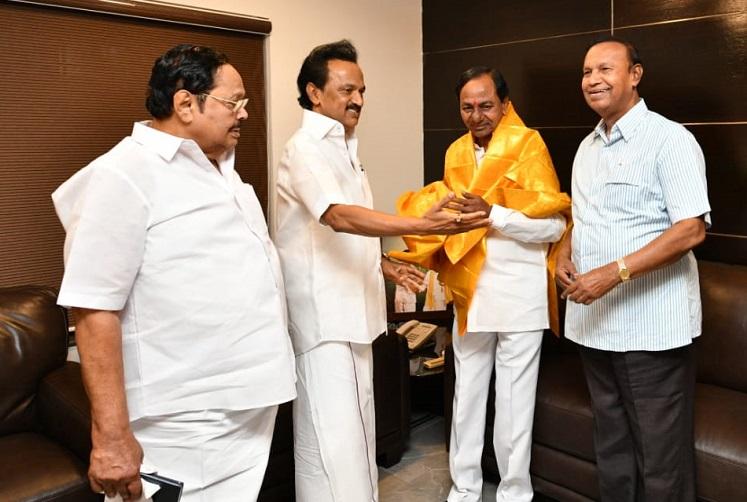 Stalin to rope in KCR, Jagan for UPA? Sonia Gandhi banks on DMK chief