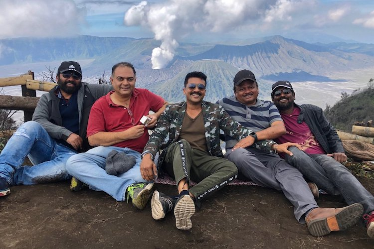 Suriya - KV Anand's 'Kaappaan' team lands in Java for a song sequence