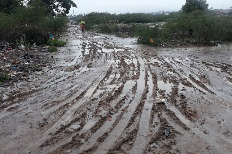 Unique 'photo protest' highlights bad condition of roads in this Coimbatore locality