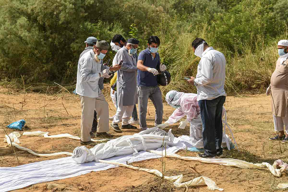 Residents of TN village block burial of 52-year-old COVID-19 patient