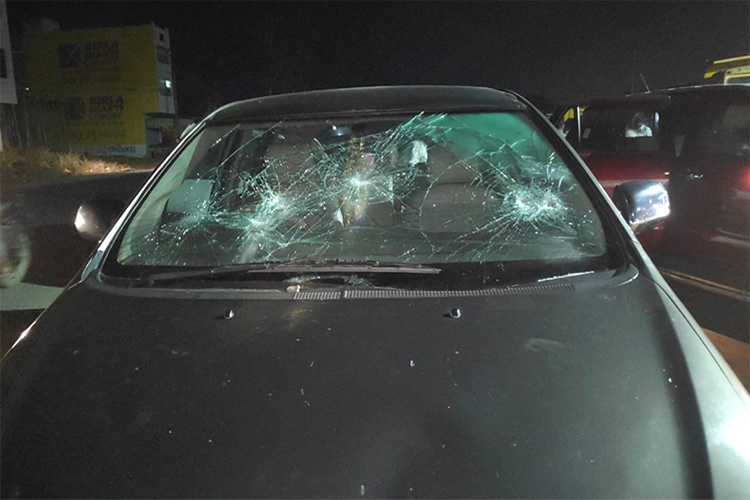 Telangana Congress leader Madhu Yaskhi's convoy attacked on the way to Nizamabad