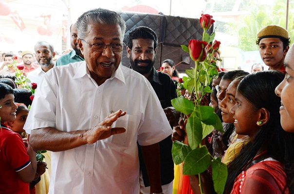 శబరిమలై ఆలయంలో కేరళ ముఖ్యమంత్రి