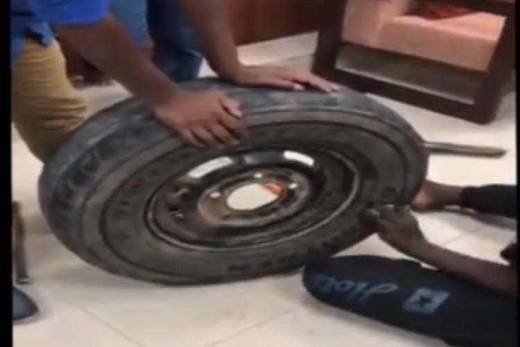 Video: I-T sleuths seize Rs 2.3 crore cash stuffed inside spare tyre in Karnataka
