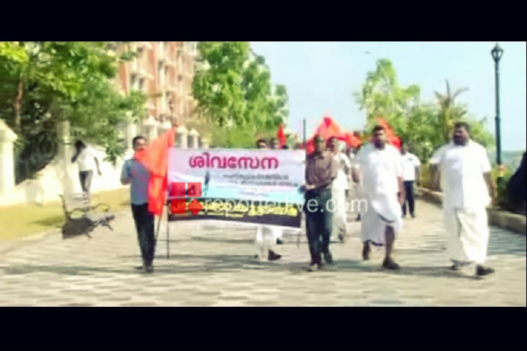 Kiss of Love protest takes Kochi's Marine Drive by storm