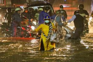 Heavy rains causes waterlogging in several parts of Bengaluru