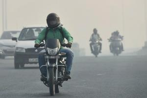 Rs 500 fine for two-wheelers without rearview mirror working indicator in Bengaluru