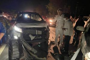 Telangana Min Harish Raos convoy meets with accident no one hurt