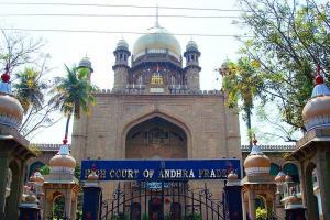 Govt employees can chose between Telangana or Andhra Hyderabad HCs major ruling
