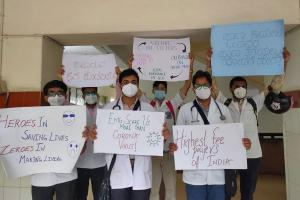 Resident doctors in Karnataka stage protest demand reduction of tuition fee