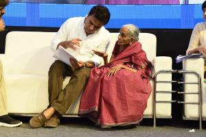80-yr-old woman speaks up at Hyd Town Hall KTR takes action as photo goes viral