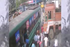 28-year-old TN teacher crushed to death as lorry hits bus in Kanchipuram district