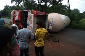 LPG tanker topples on NH 66 in Uttara Kannada no damage reported