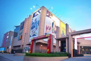 Kochis Lulu Mall shut after employees get COVID-19