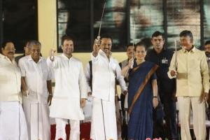 MK Stalin proposes Rahul Gandhi as PM candidate for 2019 to defeat fascism