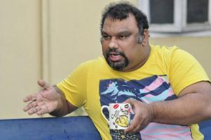 Film critic Kathi Mahesh severely injured in car accident in Nellore