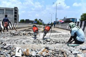 Palarivattom flyover to be rebuilt in 8 months E Sreedharan to oversee