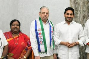 Former TDP MLA who resigned from party over Naidus communal remarks joins YSRCP