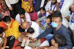 Politicians visit family of 6-yr-old rape victim in Hyderabad demand immediate justice
