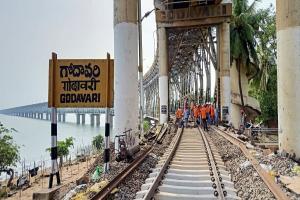 Rail-cum-road bridge across Godavari undergoes maintenance for first time in 43 years