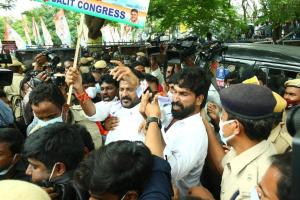 Telangana Congress leaders protesting against fuel price hike detained