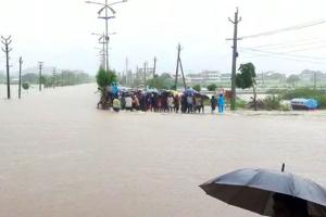 Chief Ministers of Telugu states sound flood alert as heavy rains continue