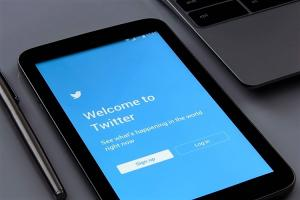 Twitter urges Android users to update app after discovering security flaw