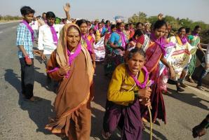 Beer Beda Neer Beku Ktaka women march to Bengaluru demanding prohibition