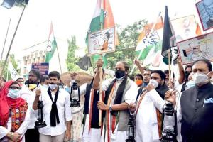 Telangana Congress stages black flag protests against inflated electricity bills