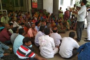 Street vendors protest at BBMP office over non-issue of ID cards