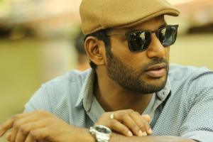 Actor Vishal meets Tamil Nadu CM seeks help in curbing piracy and reducing taxes