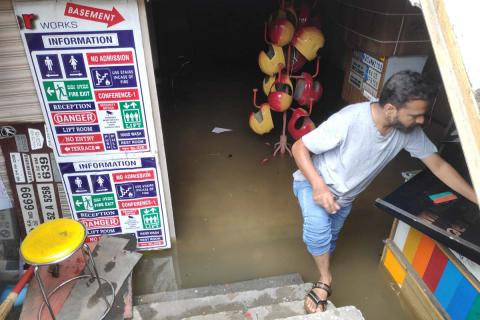 Lalbagh Main Road shop flooded