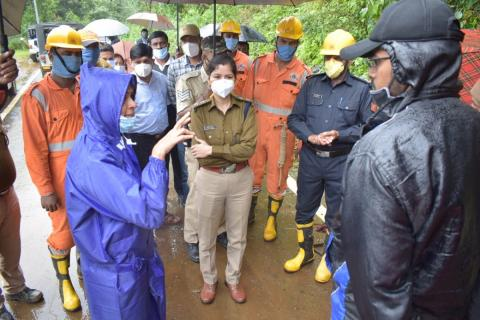 Kodagu DC Annies Joy in discussion with officials