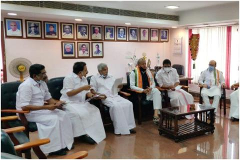 Oommen Chandy, Ramesh Chennithala , Ashok Gehlot and other Congress leaders in Kerala in a meeting.
