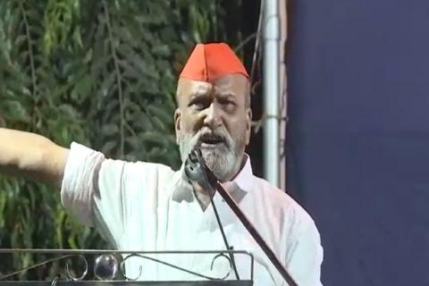 Pramod Muthalik speaking in a rally